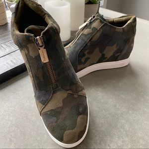 Blondo Naturalizer Suede Camo Zip Up Booties sz8